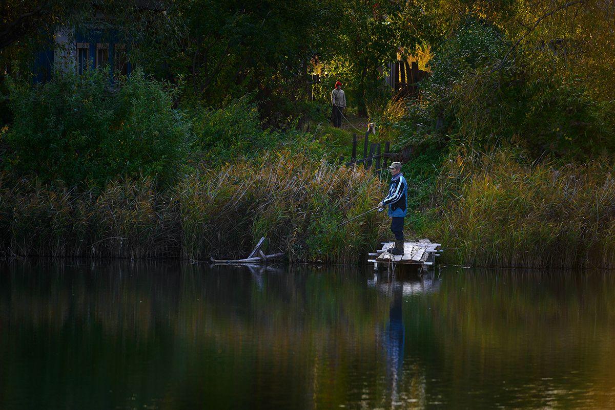 Домик в деревне... Осень озеро рыбак