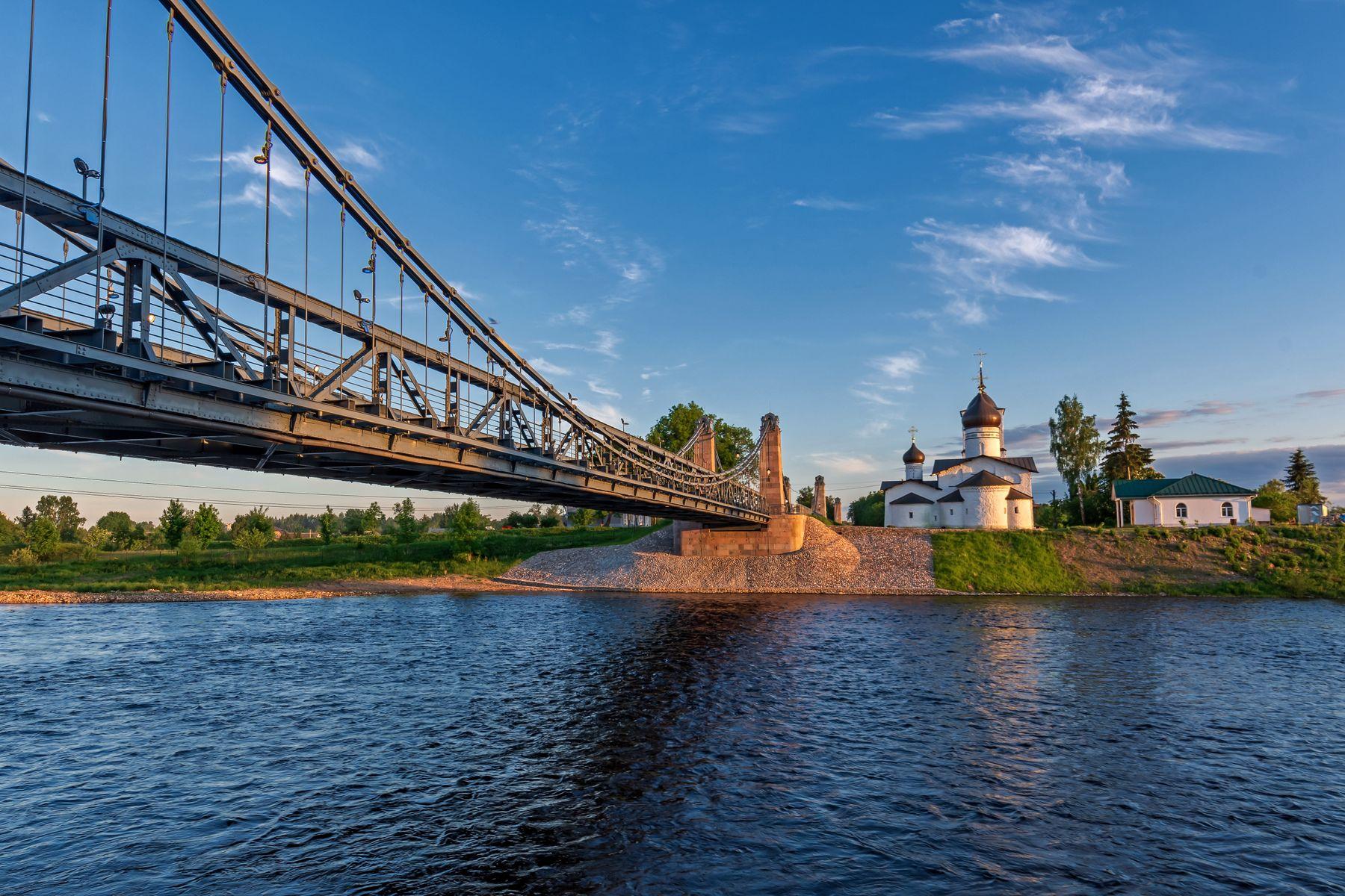 Цепные мосты (1853 г.) и Церковь Николая Чудотворца (1543 г.)