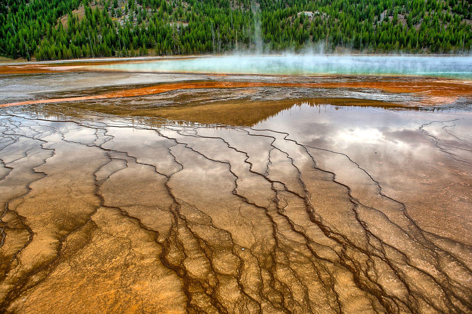 В парке Йеллостоун Yellowstone Йеллоустон