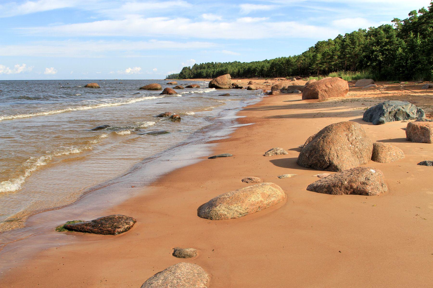 Гранитный берег Август