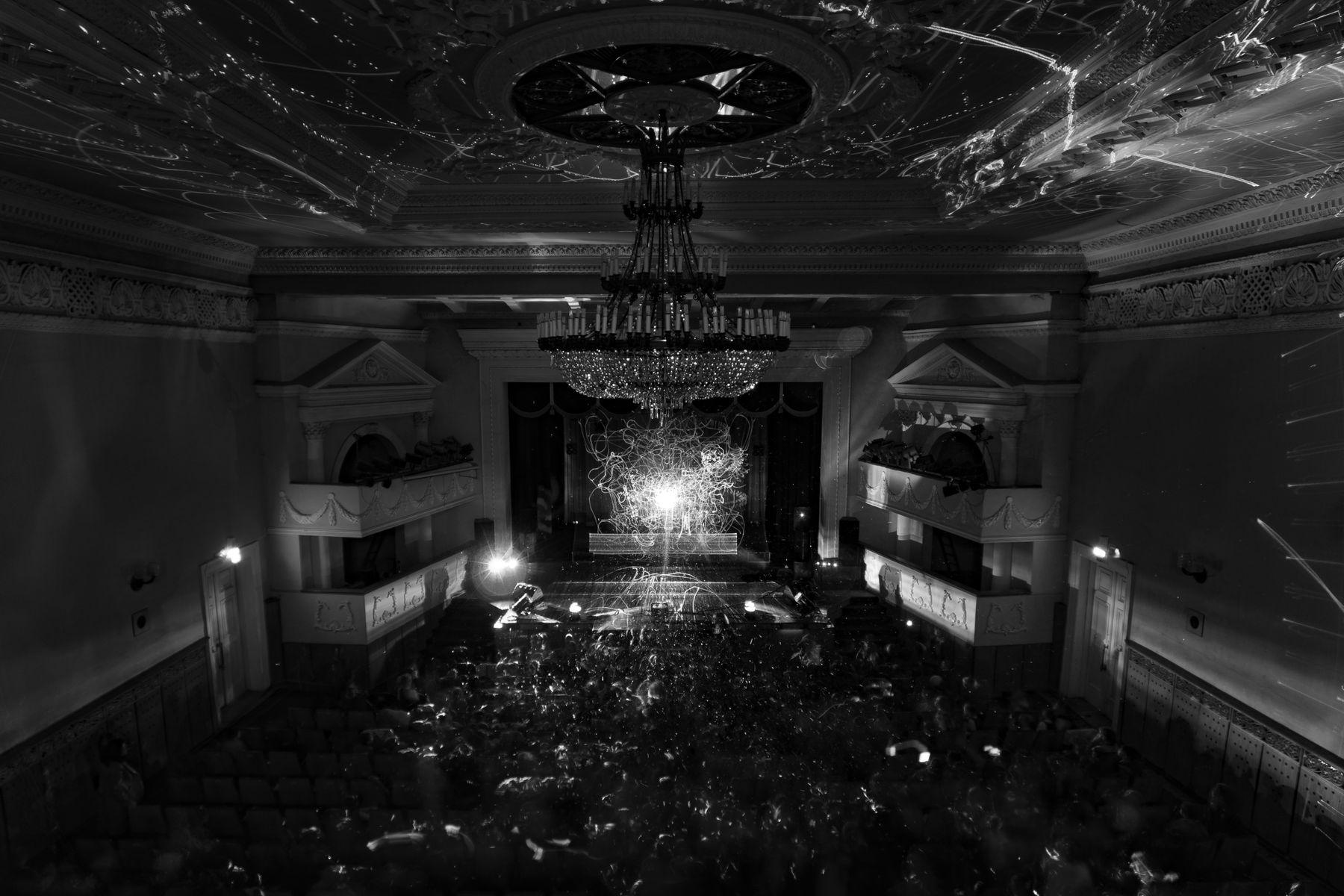 Представление лазерное шоу представление чёрно-белый