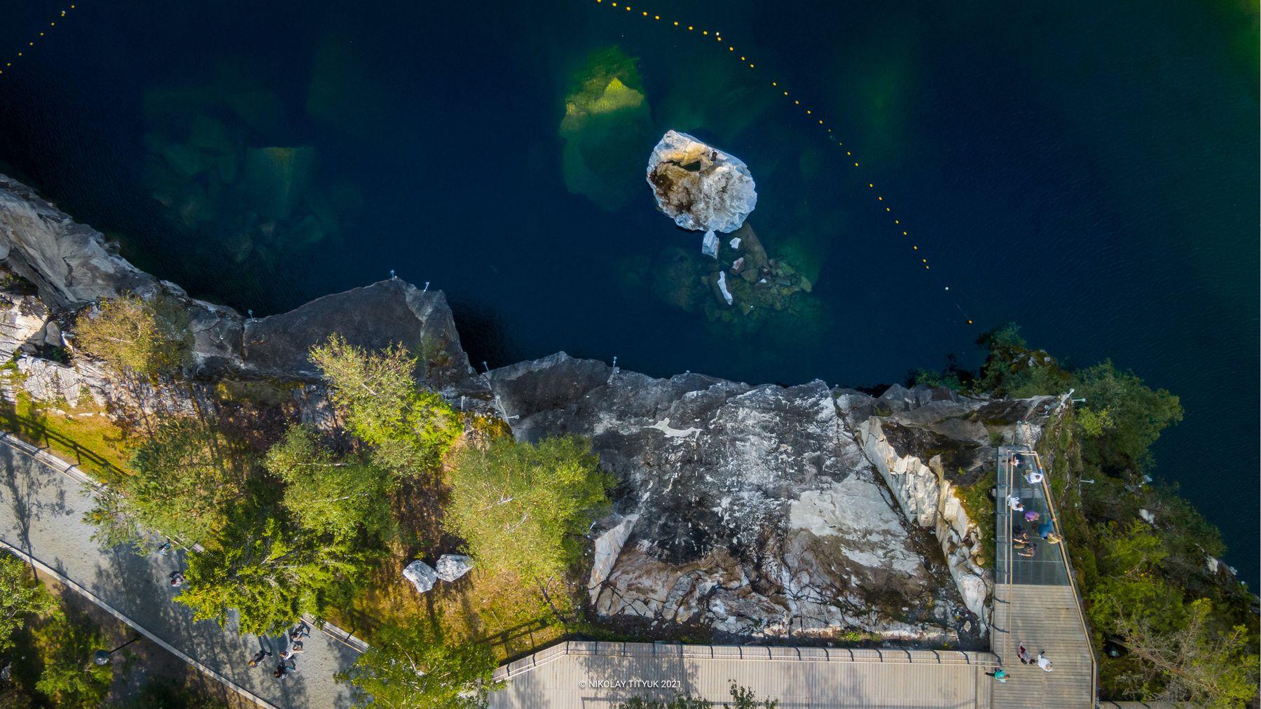 Горный Парк Рускеала. Карелия. Рускеала Карелия вид вниз природа мрамор скала озеро лето экотропа вода