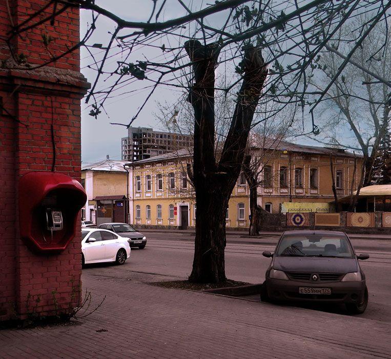 *** телефон улица здание автомобиль дерево этюд старое.дерево фотоэтюд