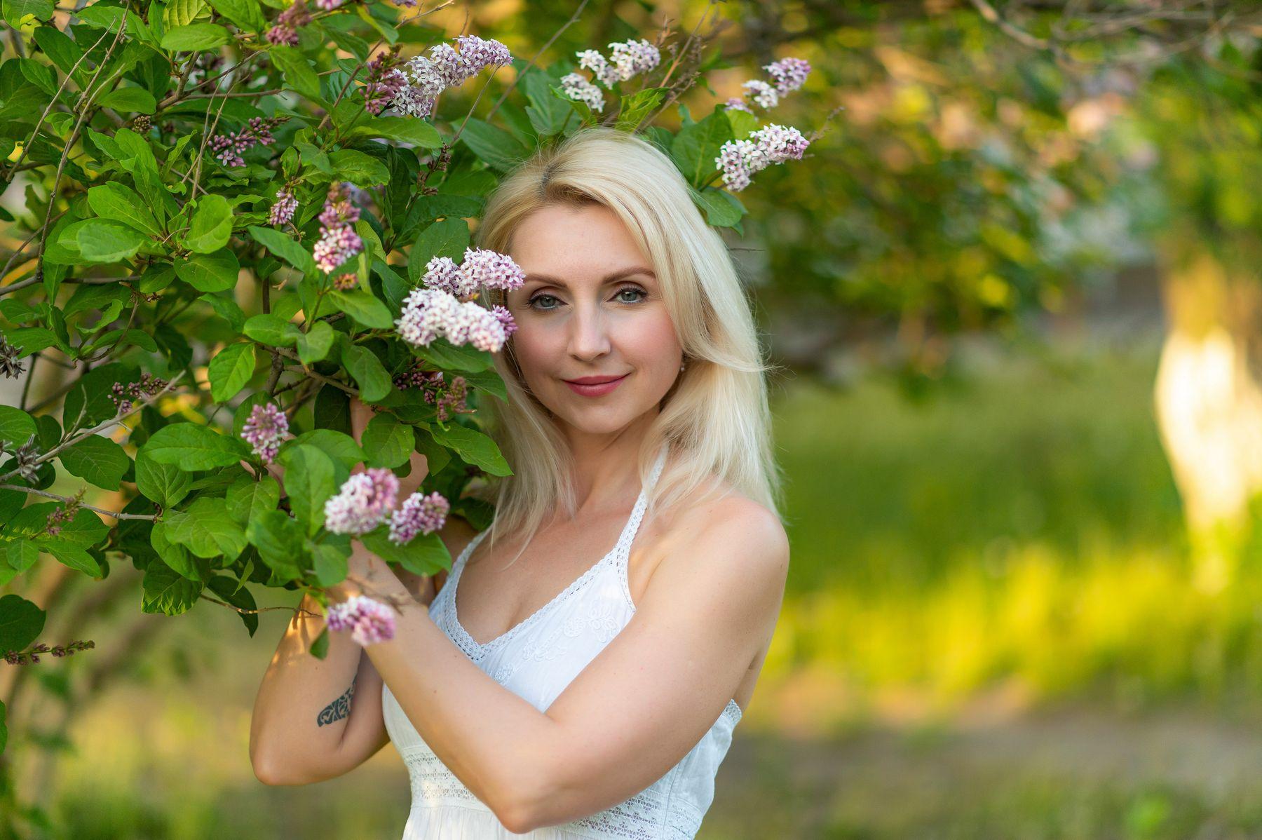 Портрет в сирени сирень цветы девушка портрет лето