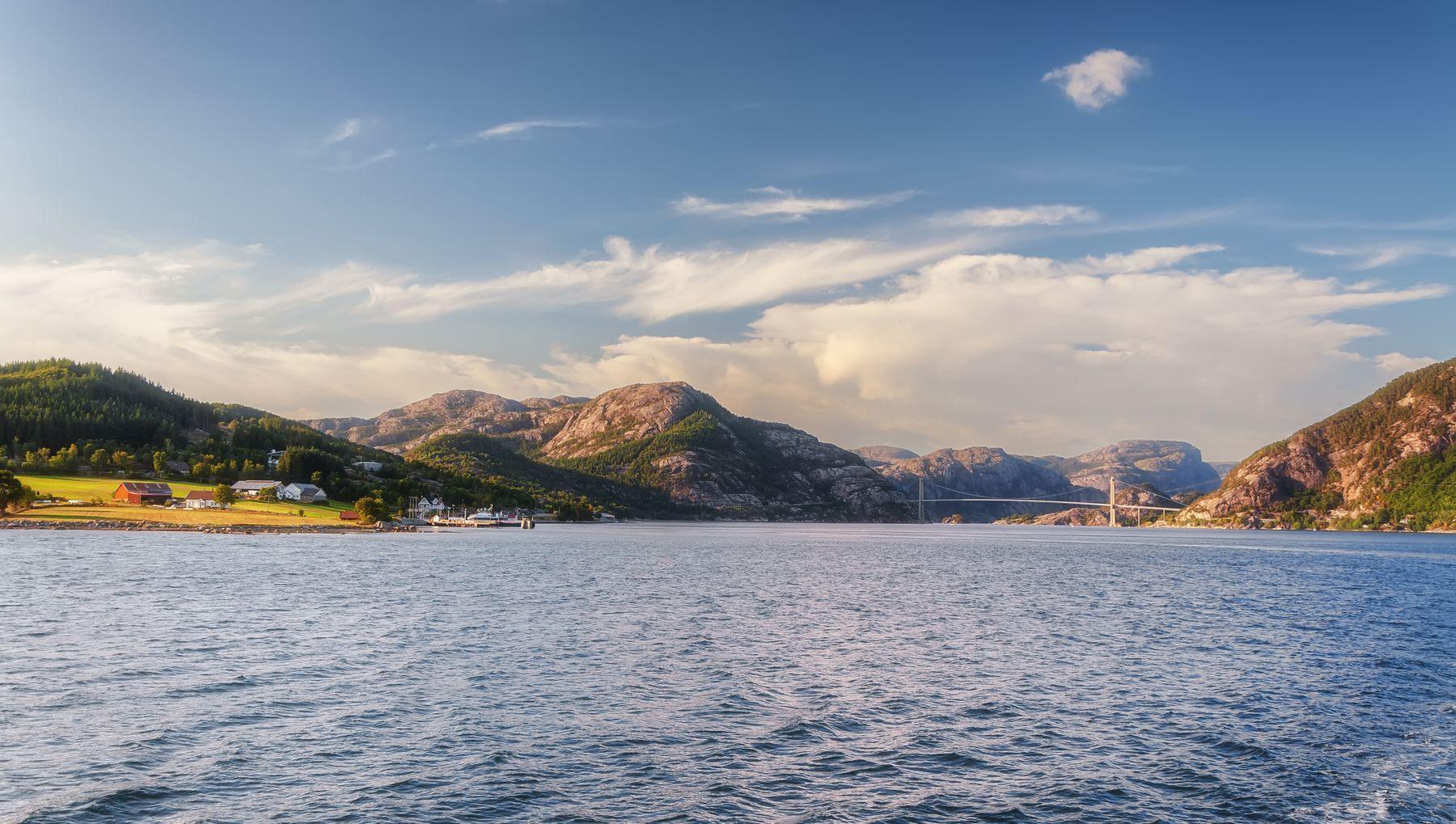 Мост через Боканафьорд Норвегия фьорды