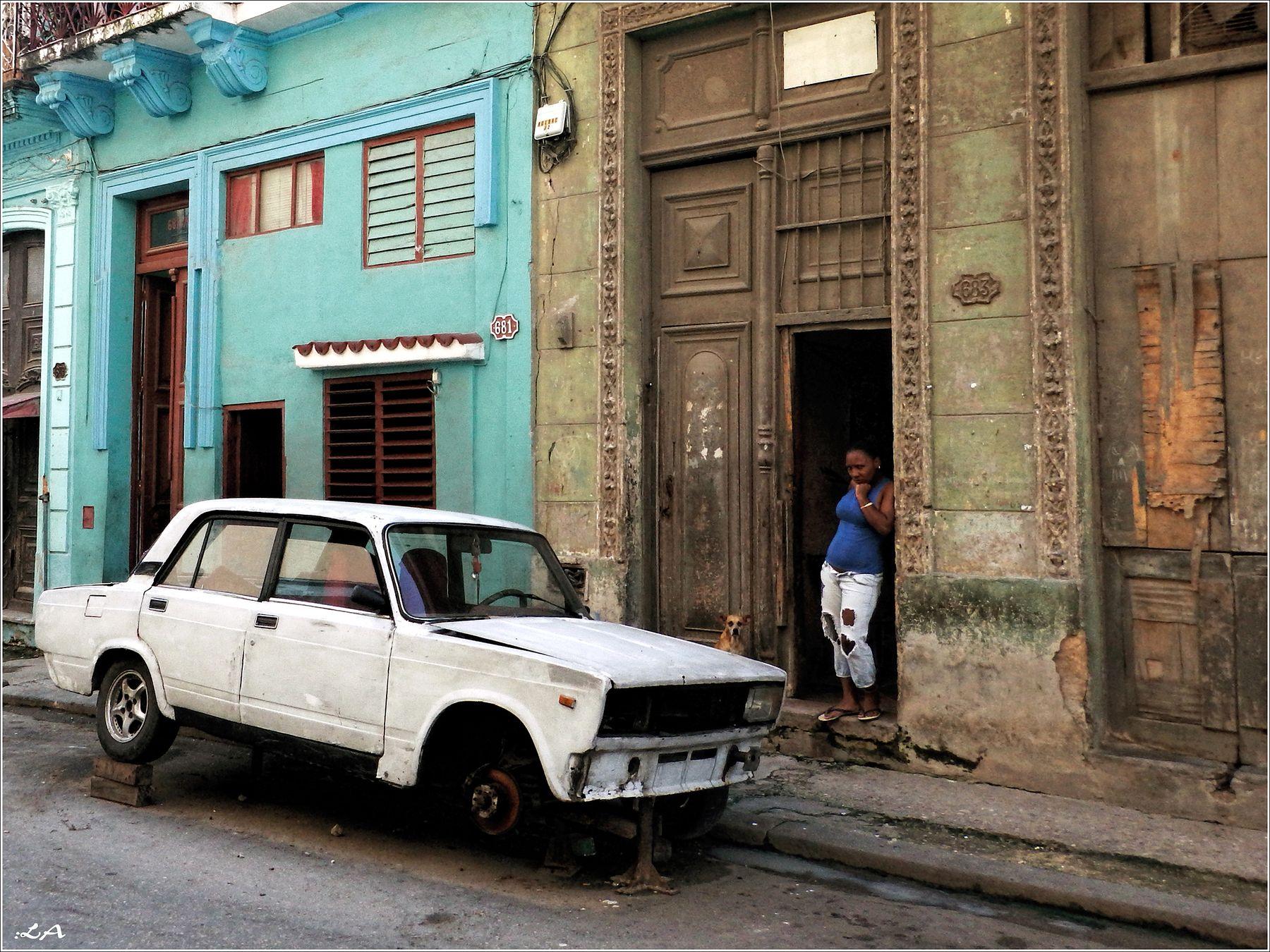 *И Белый Автомобиль у порога...* фотография путешествия Гавана центр улица жанр автомобиль Фото.Сайт Светлана Мамакина Lihgra Adventure