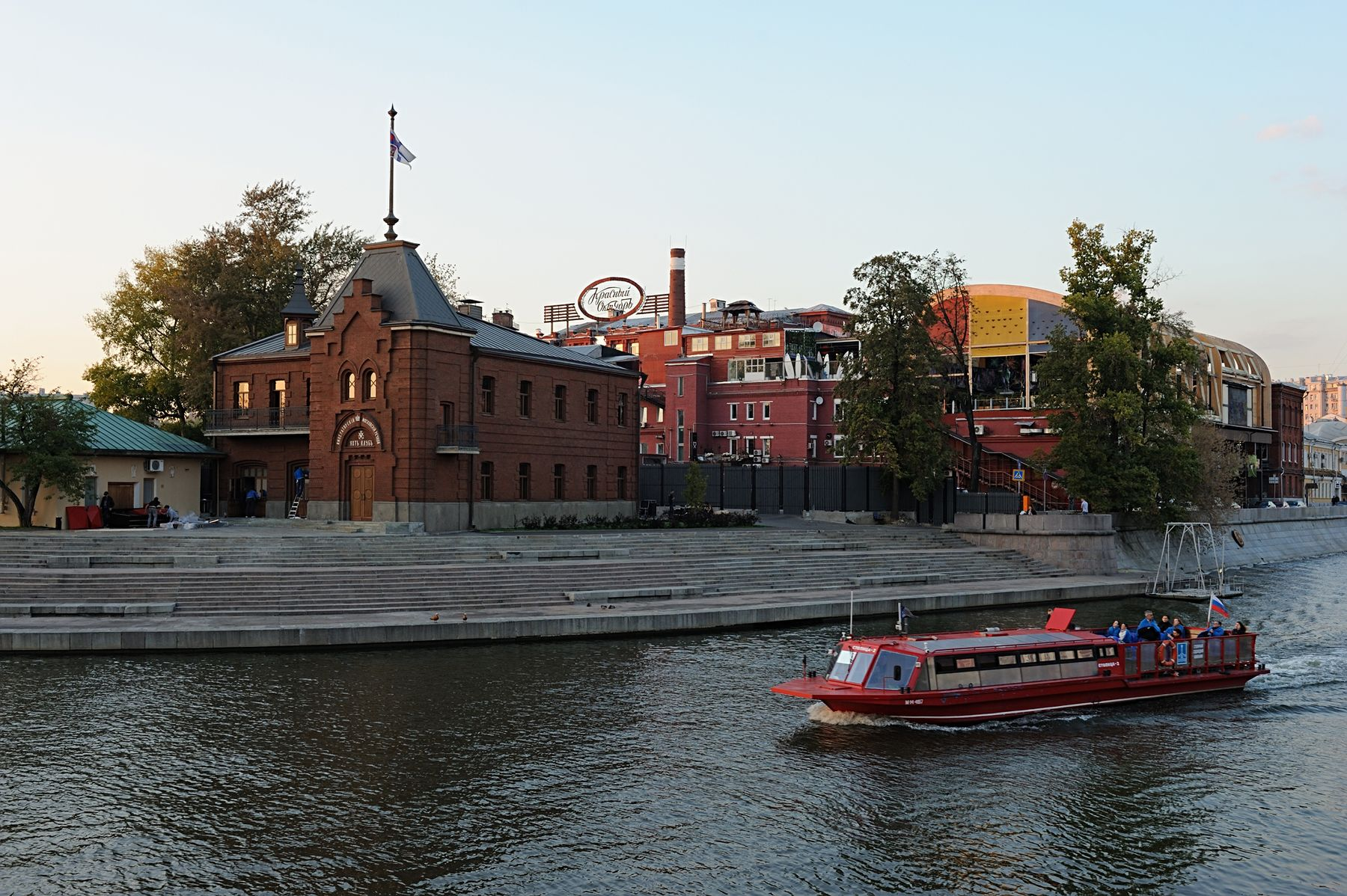 Красный Октябрь (кондитерская фабрика) Россия Москва красный октябрь Москва-река
