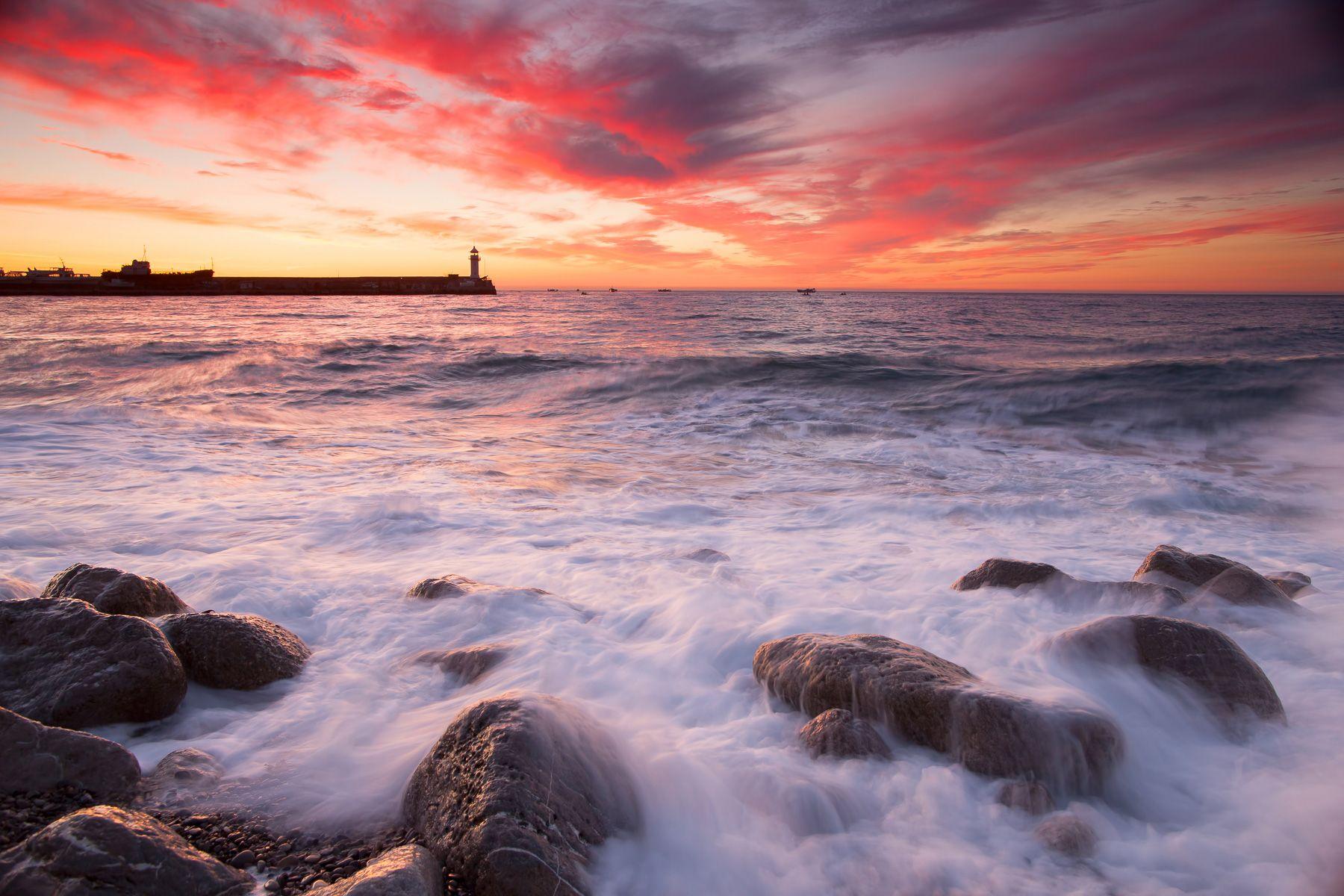 Ялтинский маяк Ялтинский маяк Ялта Крым Черное море залив фотограф