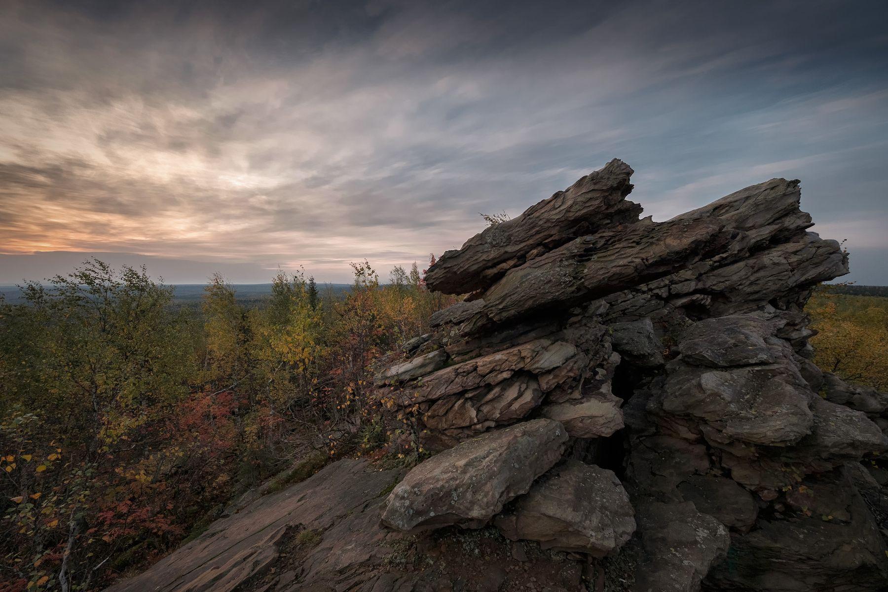 Останцы Рудянского споя рудянский спой хребет останцы утро рассвет скала деревья сентябрь осень небо облака