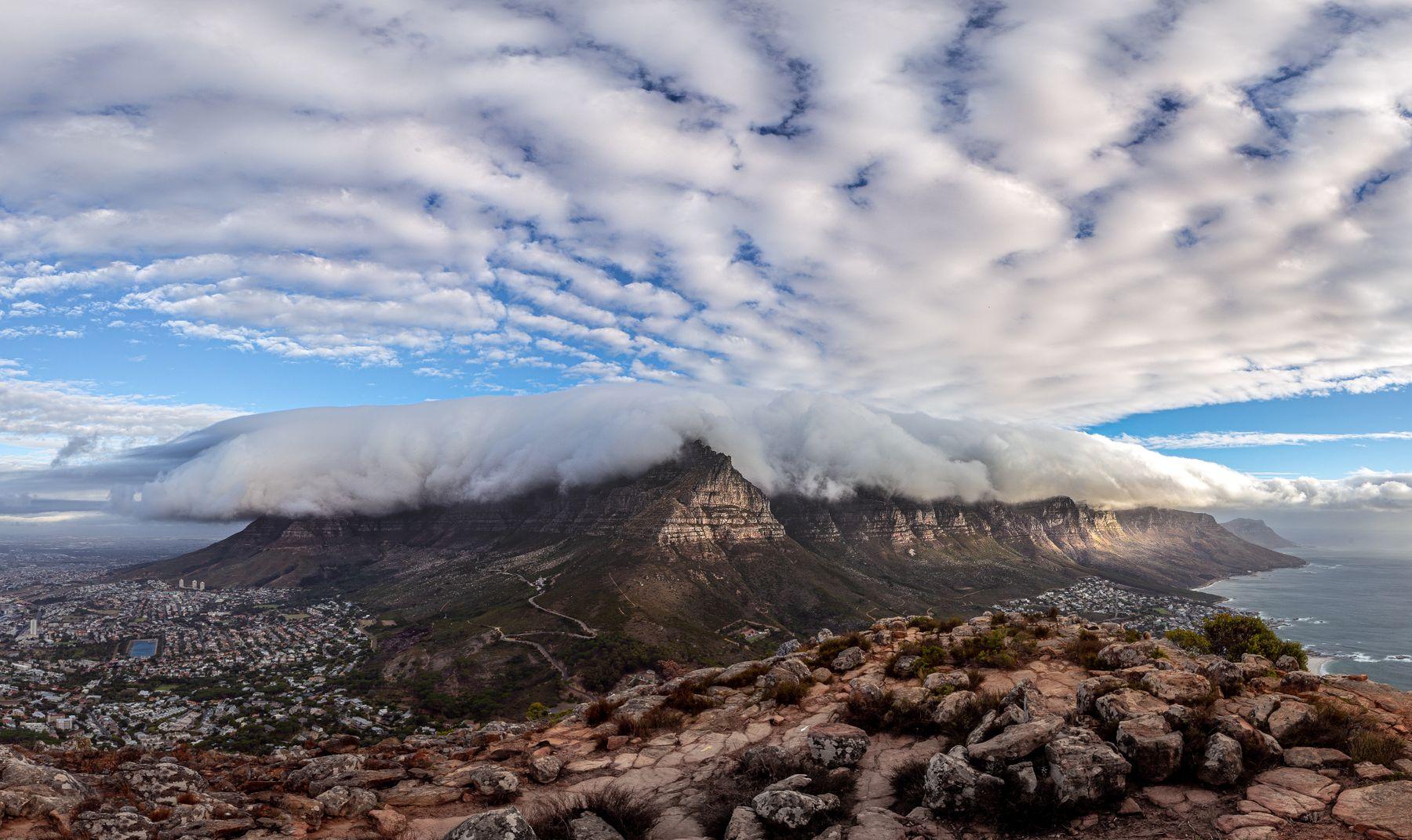 Облака над Кейптауном и Столовой горой африка ЮАР Кейптаун путешествия сафари