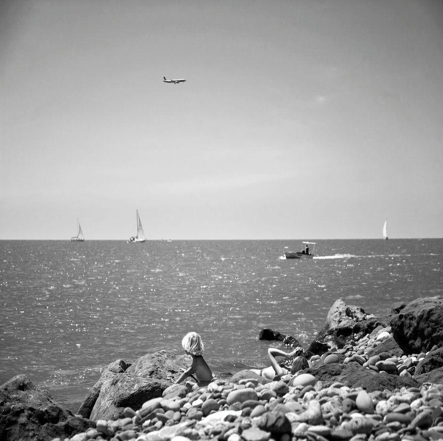 майское чёрное море мальчик море паруса катер самолёт женщина