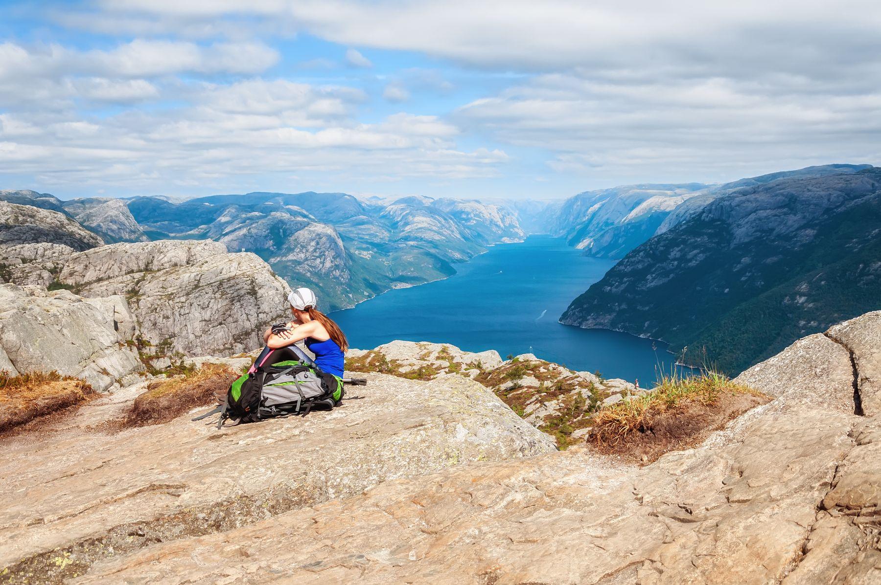 Над фьордом Норвегия фьорды