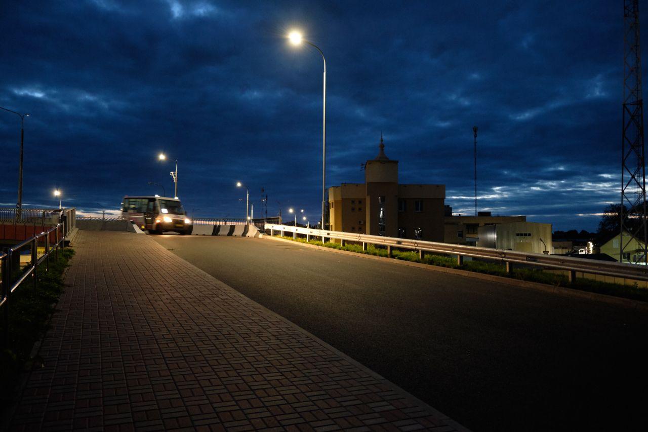 *** вечер фонари путепровод автомобиль здания небо облака