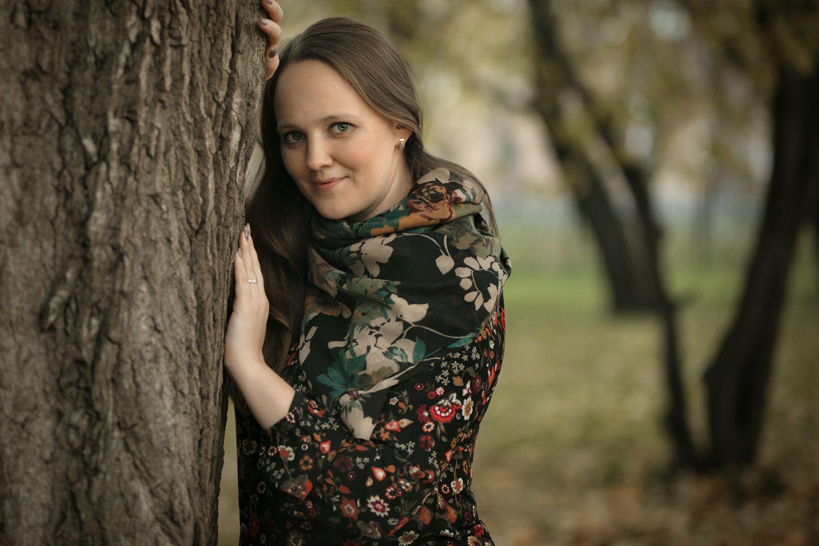 Осенние сюжеты! Женщина природа платье гламур естественный свет
