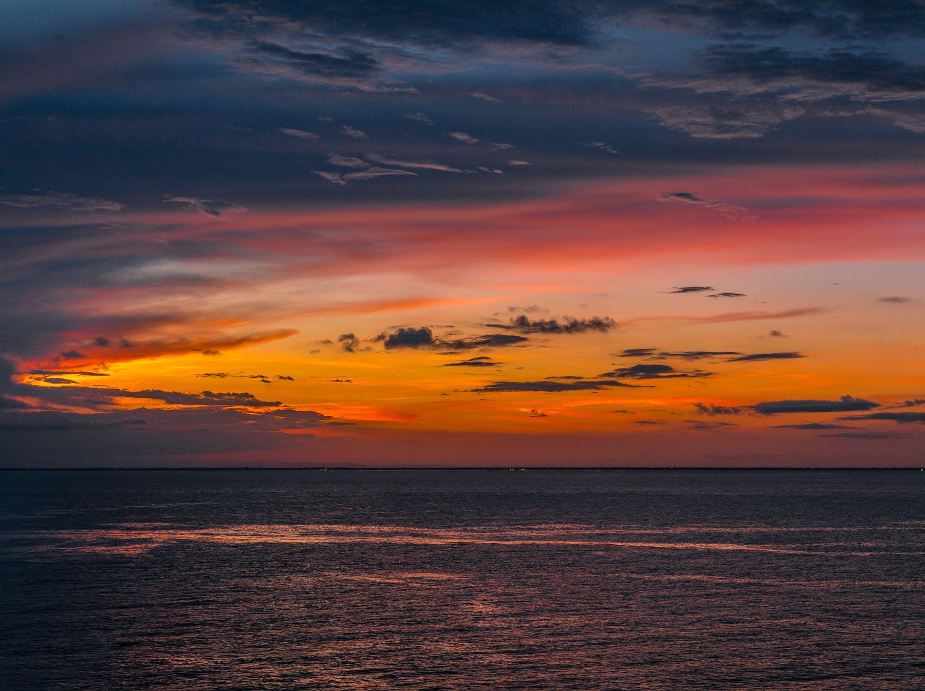 Красочный закат в океане/Sunset in the ocean