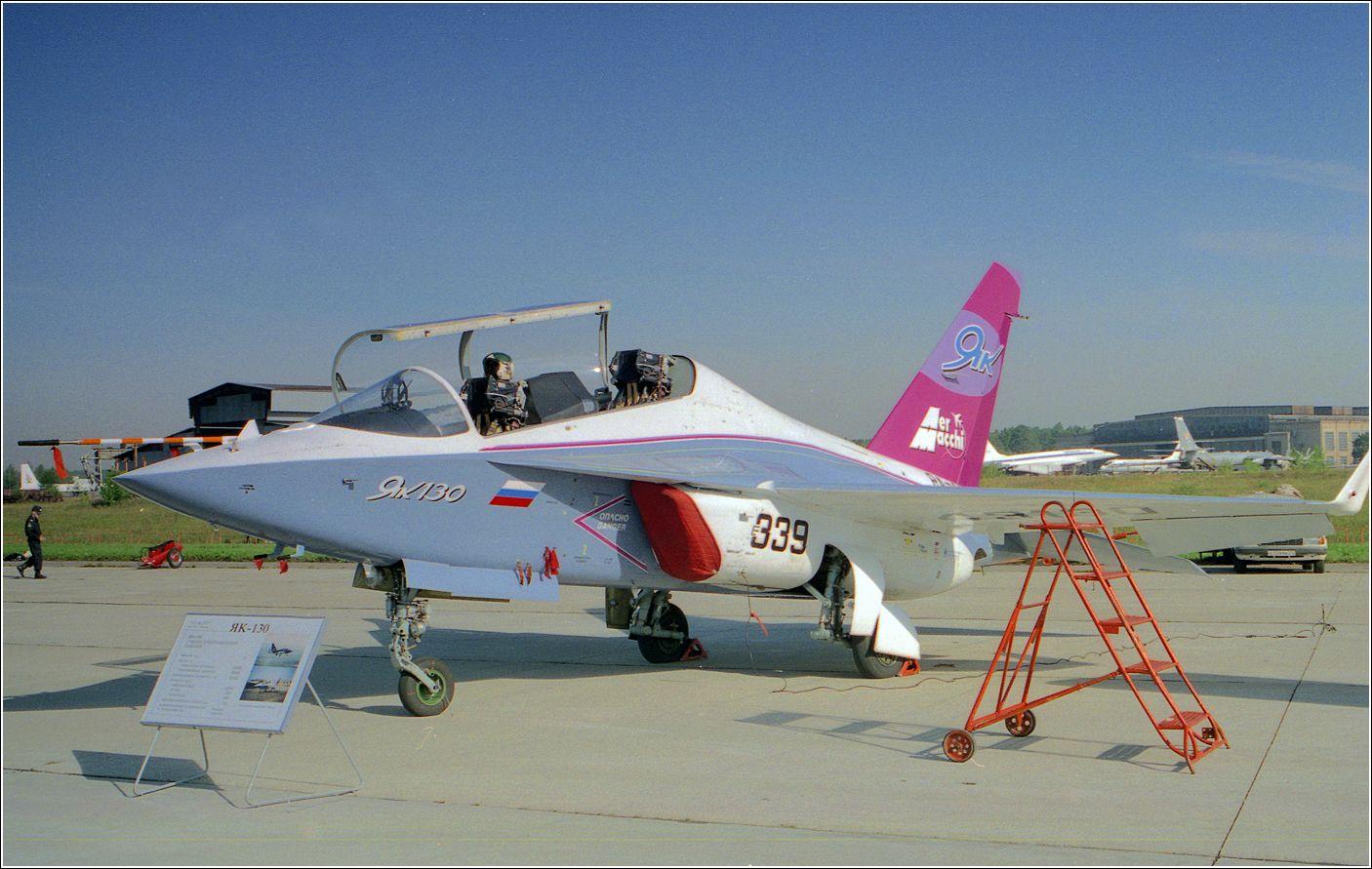 Як-130 Як-130 авиация самолет стоянка Жуковский 1998