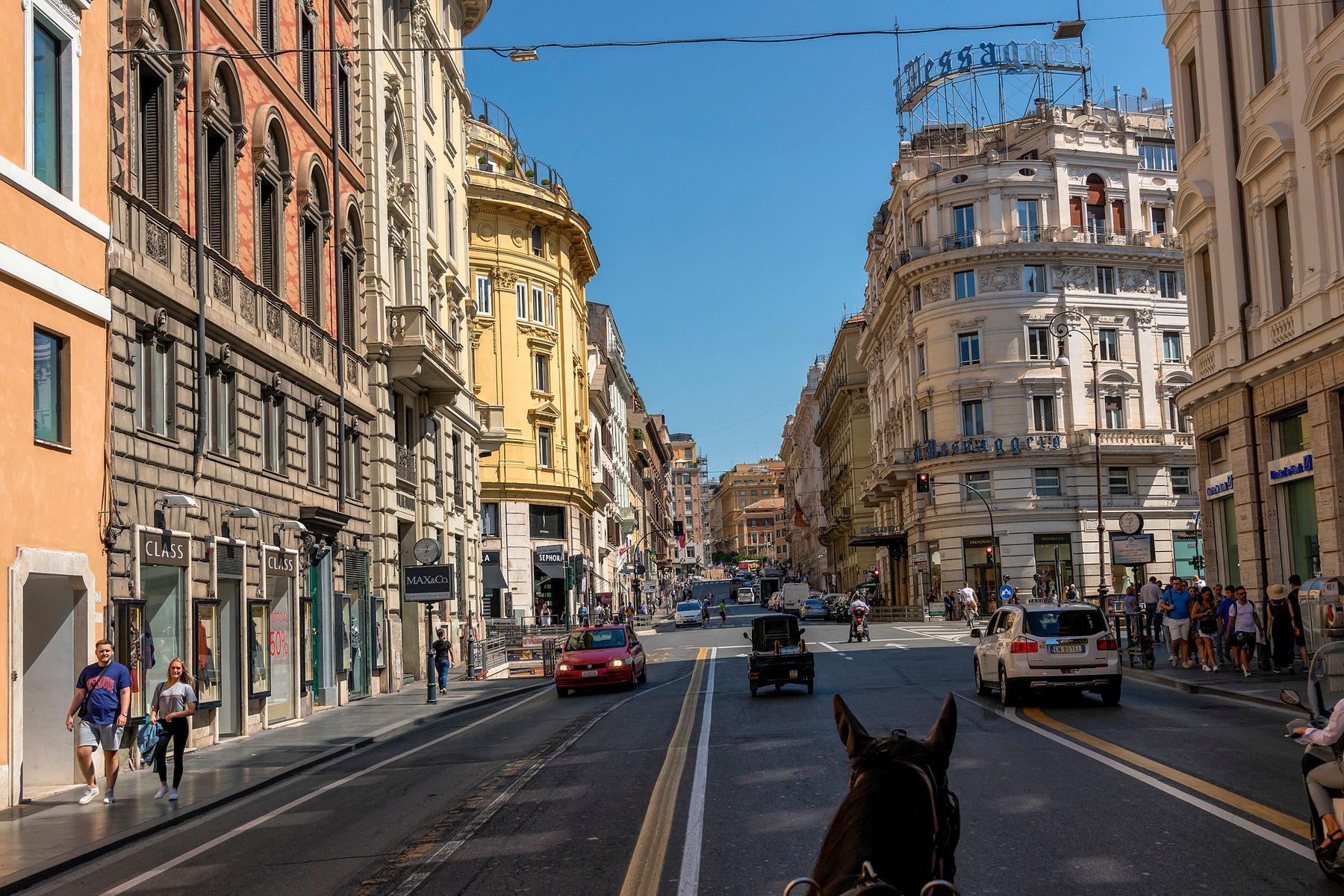 По Вечному Городу - на биотопливе Рим Via del Tritone одна лошадиная сила биотопливо