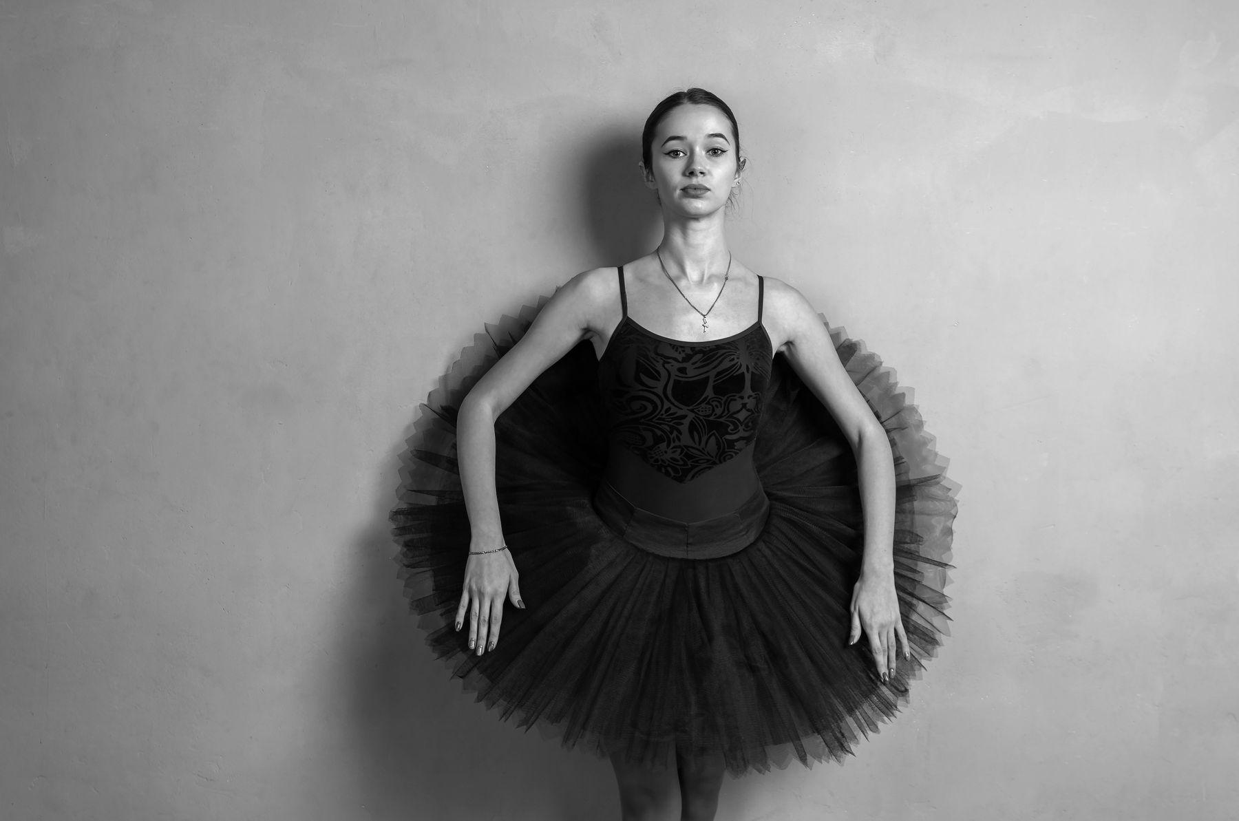 Александра балерина. балет танцы балерина студия свет черно-белое Ballet dancer art dance