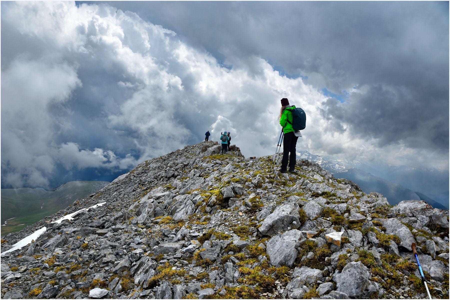 Проходя под облаками*** Горы скалы Кавказ Рожкао хребет гора Дженту небо туристы