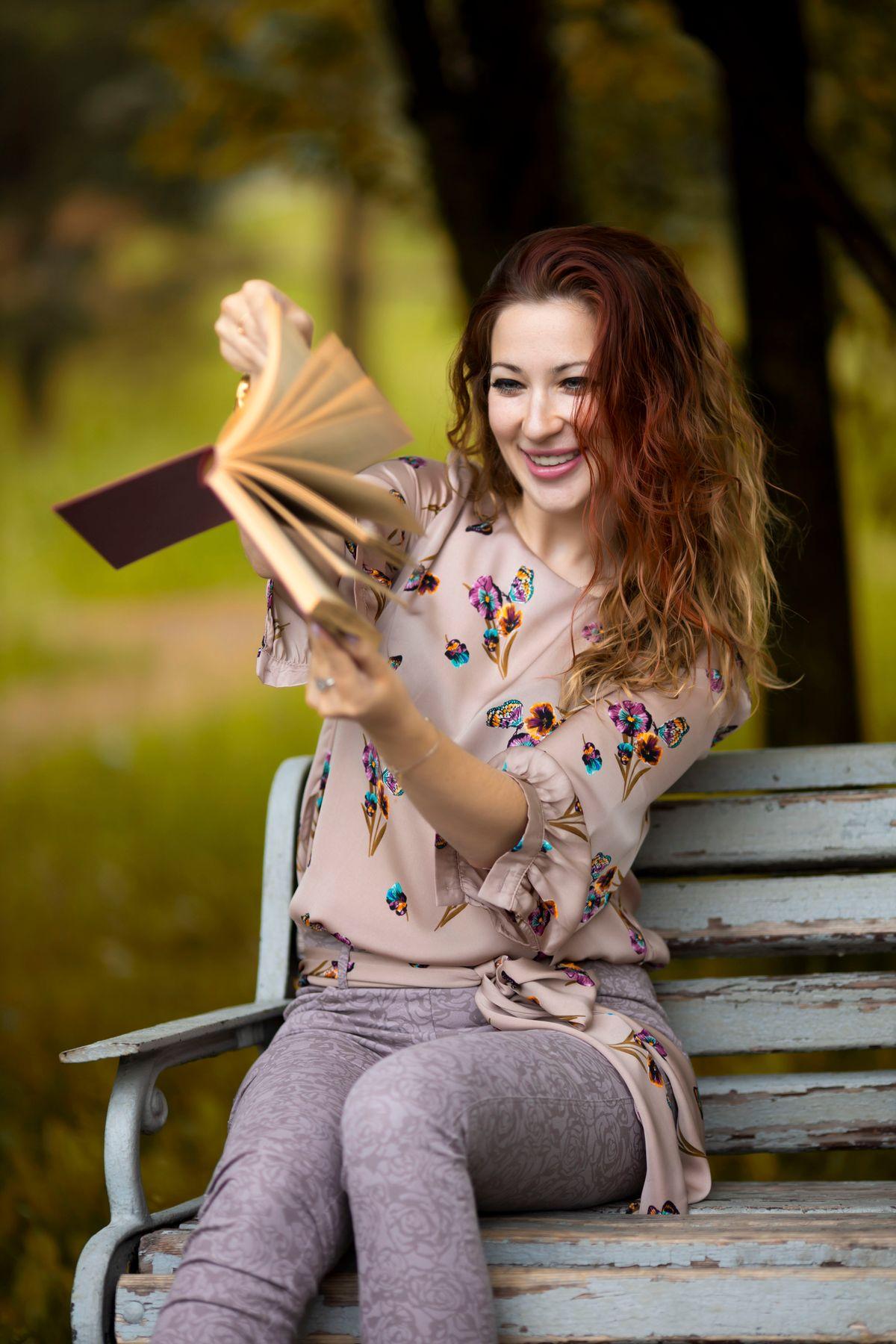 Прекрасная Екатерина Девушка Портрет Трава Поле Цветы Рассвет 135mm