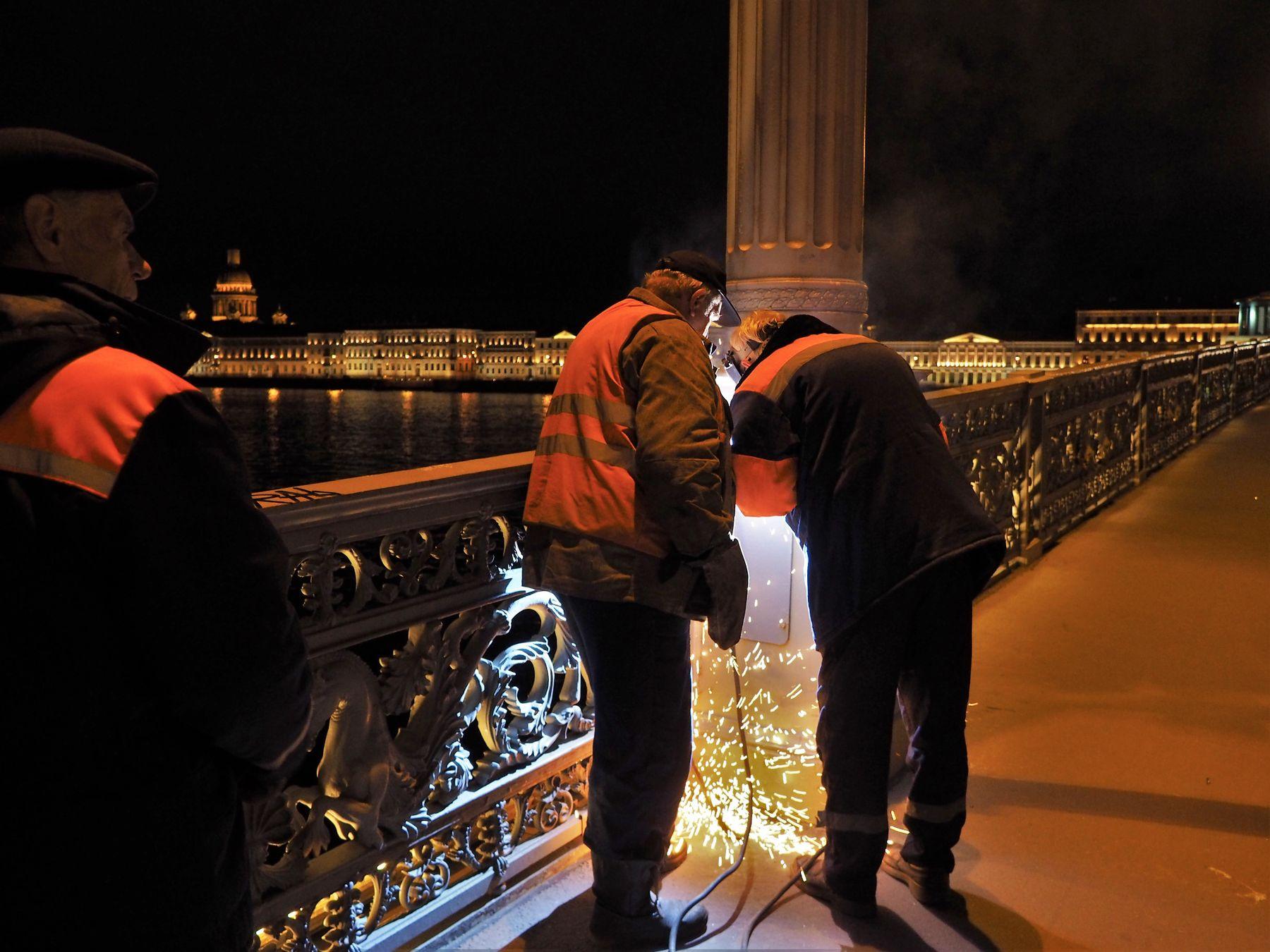 Ночной ремонт. Благовещенский мост.