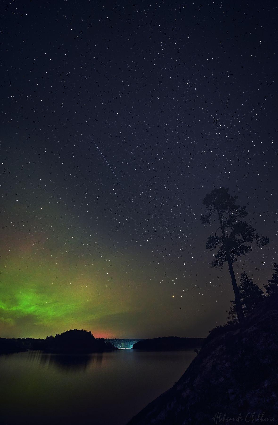 Северное сияние на Ладожских шхерах Северное сияние Ладога Шхеры Звезды Метеорит Ночь