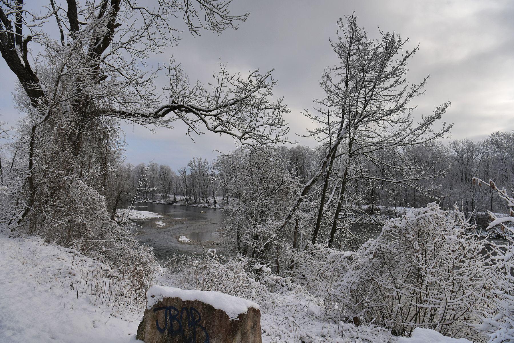 Над рекой утро река снег
