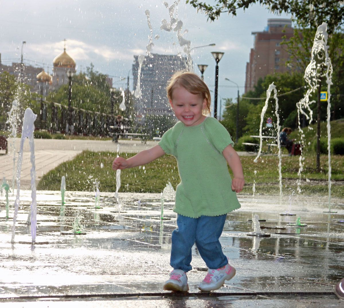 Летние брызги счастья фонтан лето счастье дети радость