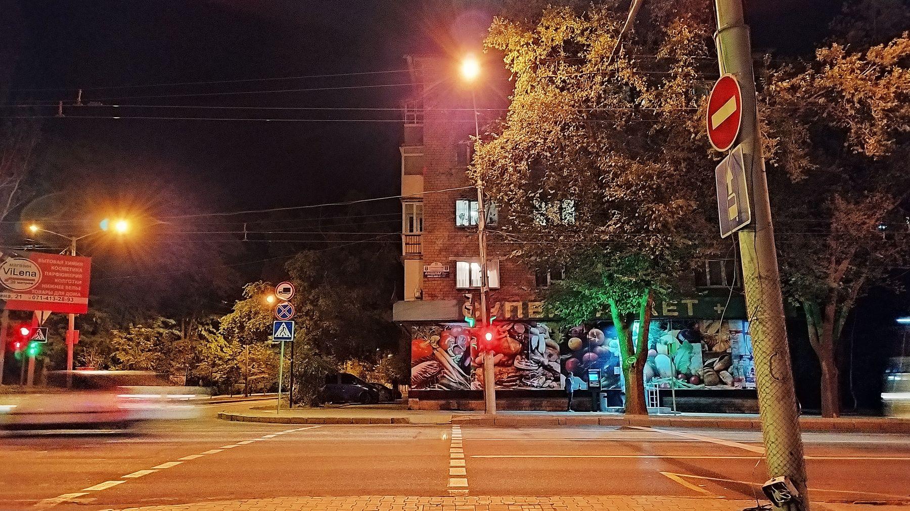 вечер город магазин светофор дорога переход осень машина