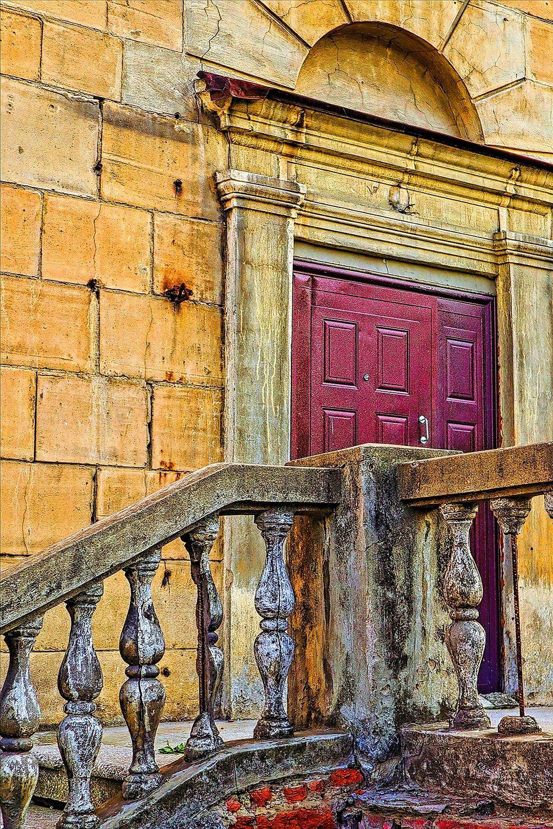 таинственная дверь дверь архитектура тайна дом здание небо крыша
