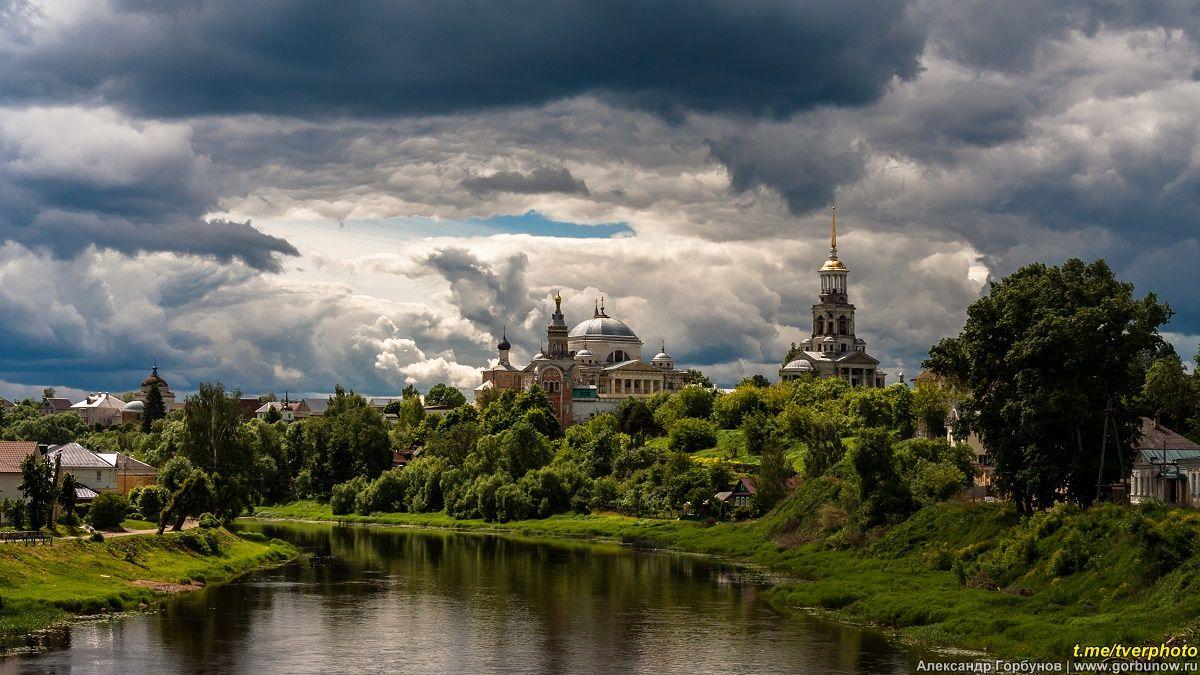 Полдень в Торжке торжок тверца лето облака