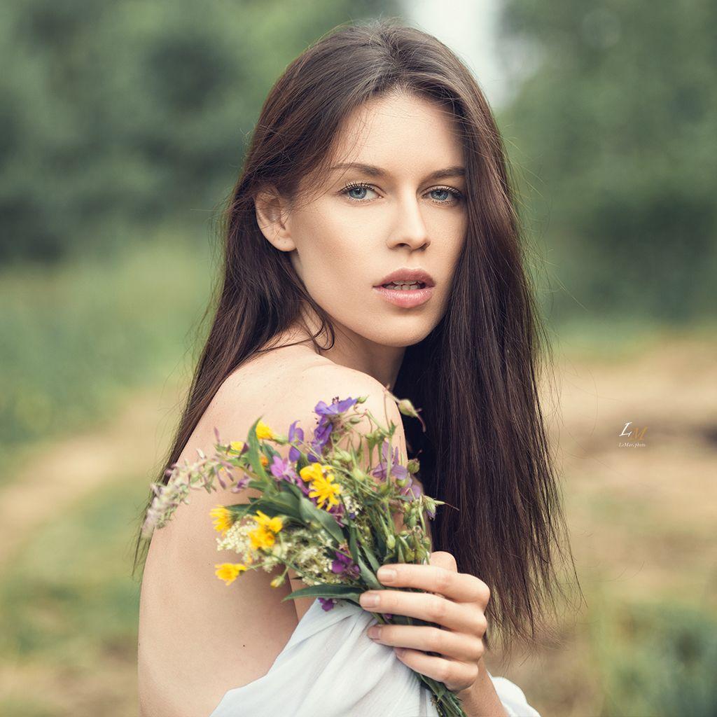 Ангелина портрет девушка пленер лето цветы фотограф Москва на природе