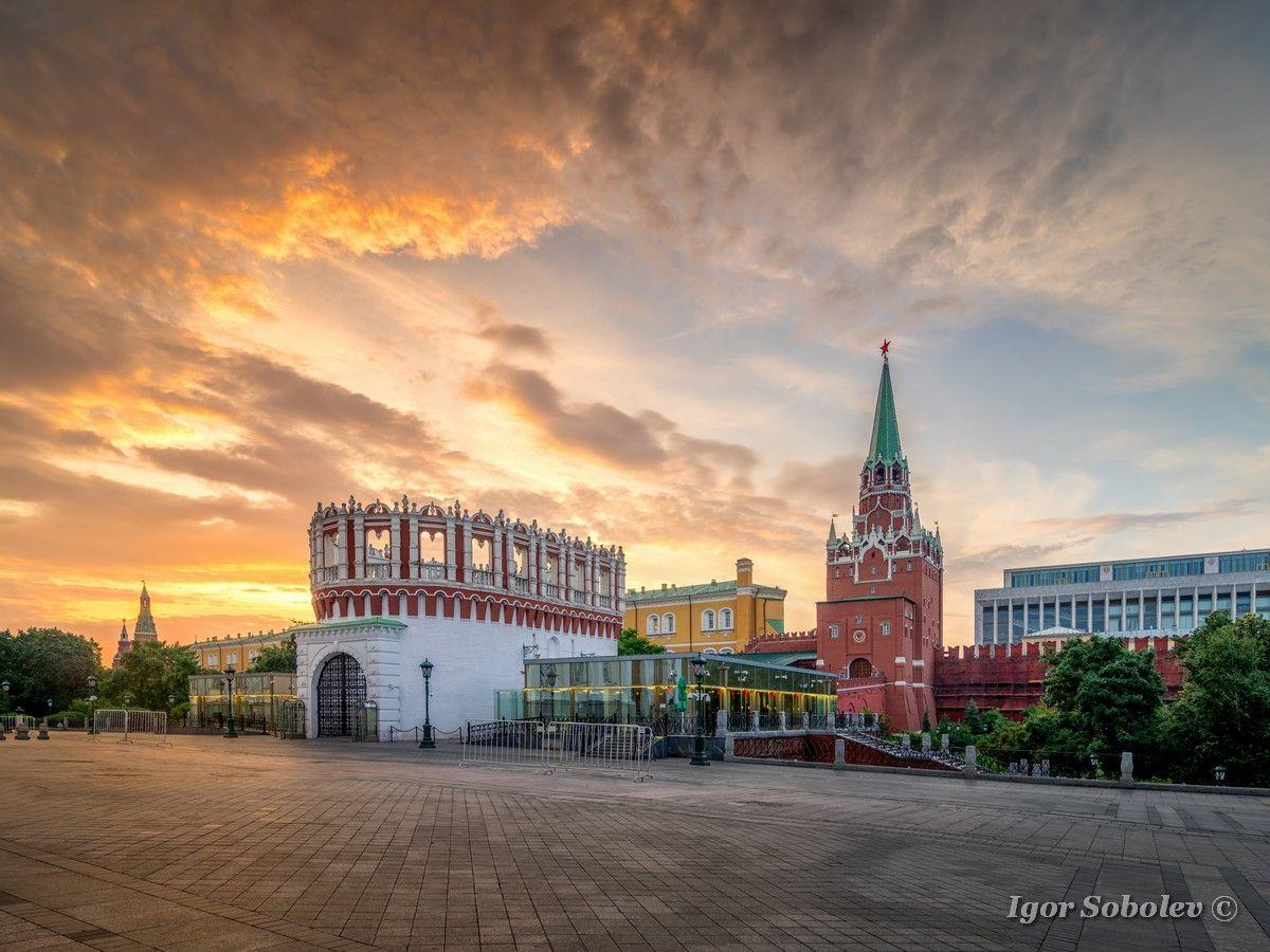 На рассвете москва утро кремль кутафья башня троицкая