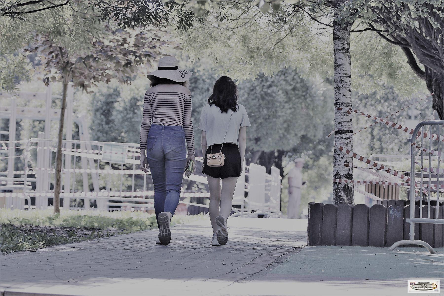 Не туда зашли, или Будущее уже наступило девушки парк ленты запрет