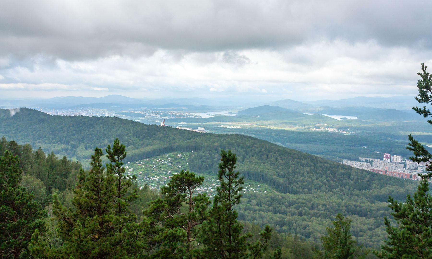 На перевале. Ильменский хребет. Вид на г. Миасс. Южный Урал Миасс Ильменский хребет перевал природа лето
