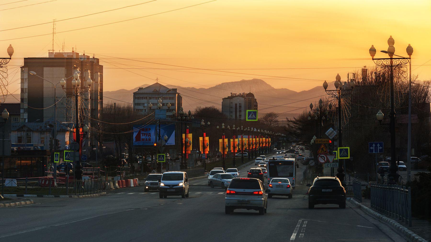 На закате... Южно-Сахалинск проспект Победы вечер