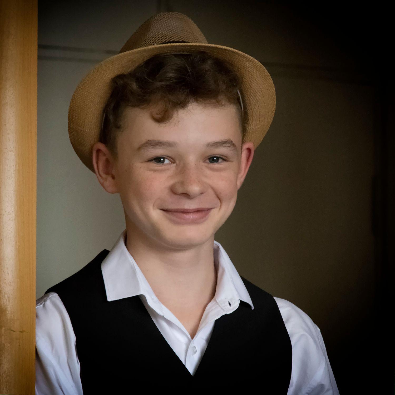 детский портрет в шляпе