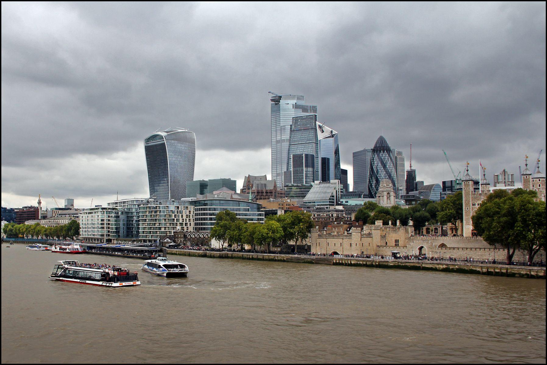 Лондонские зарисовки. Тауэр с Темзы. Лондон Тауэр р.Темза символ Лондона и Британии