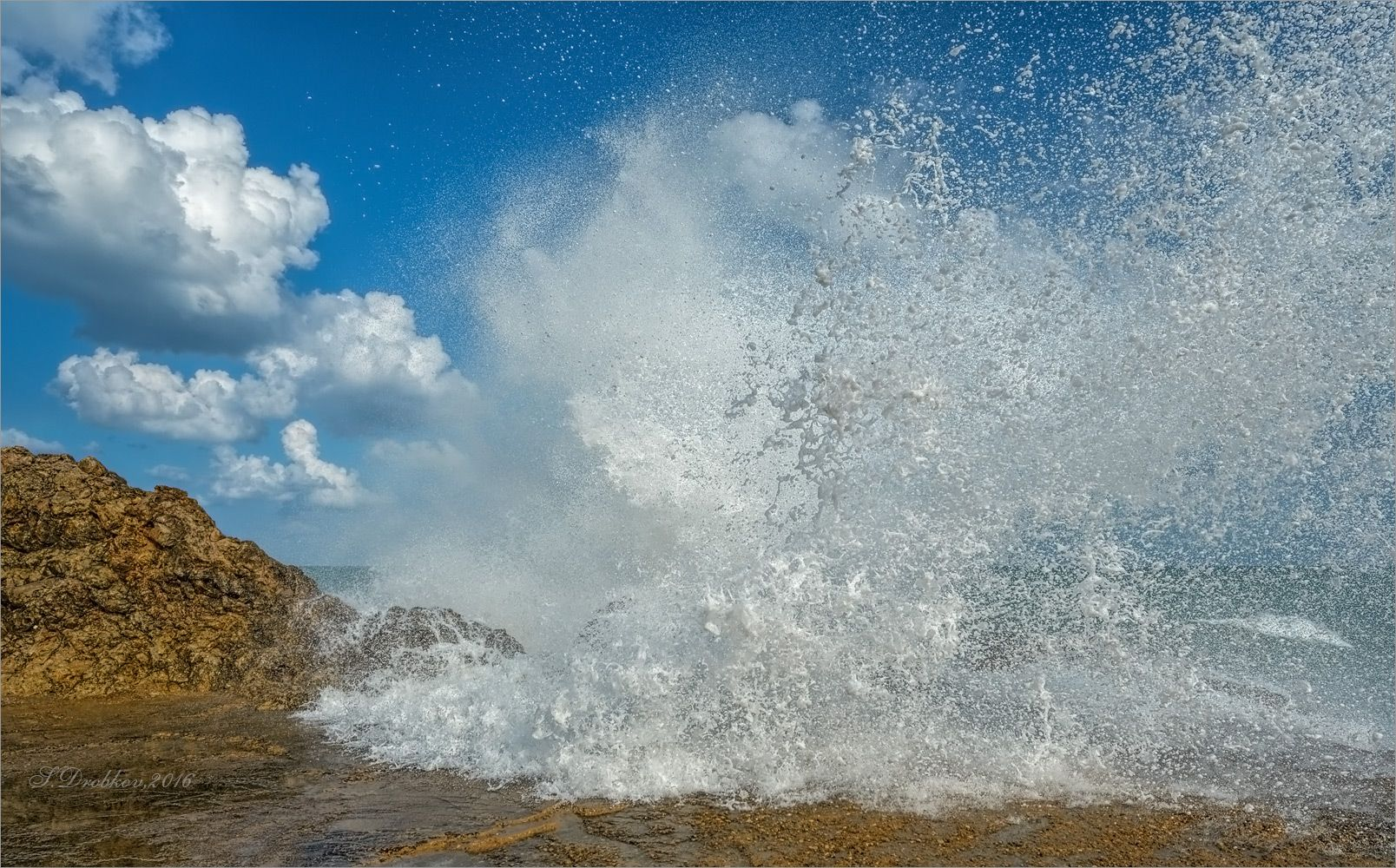 Взрыв облаков осень море облака небо волны