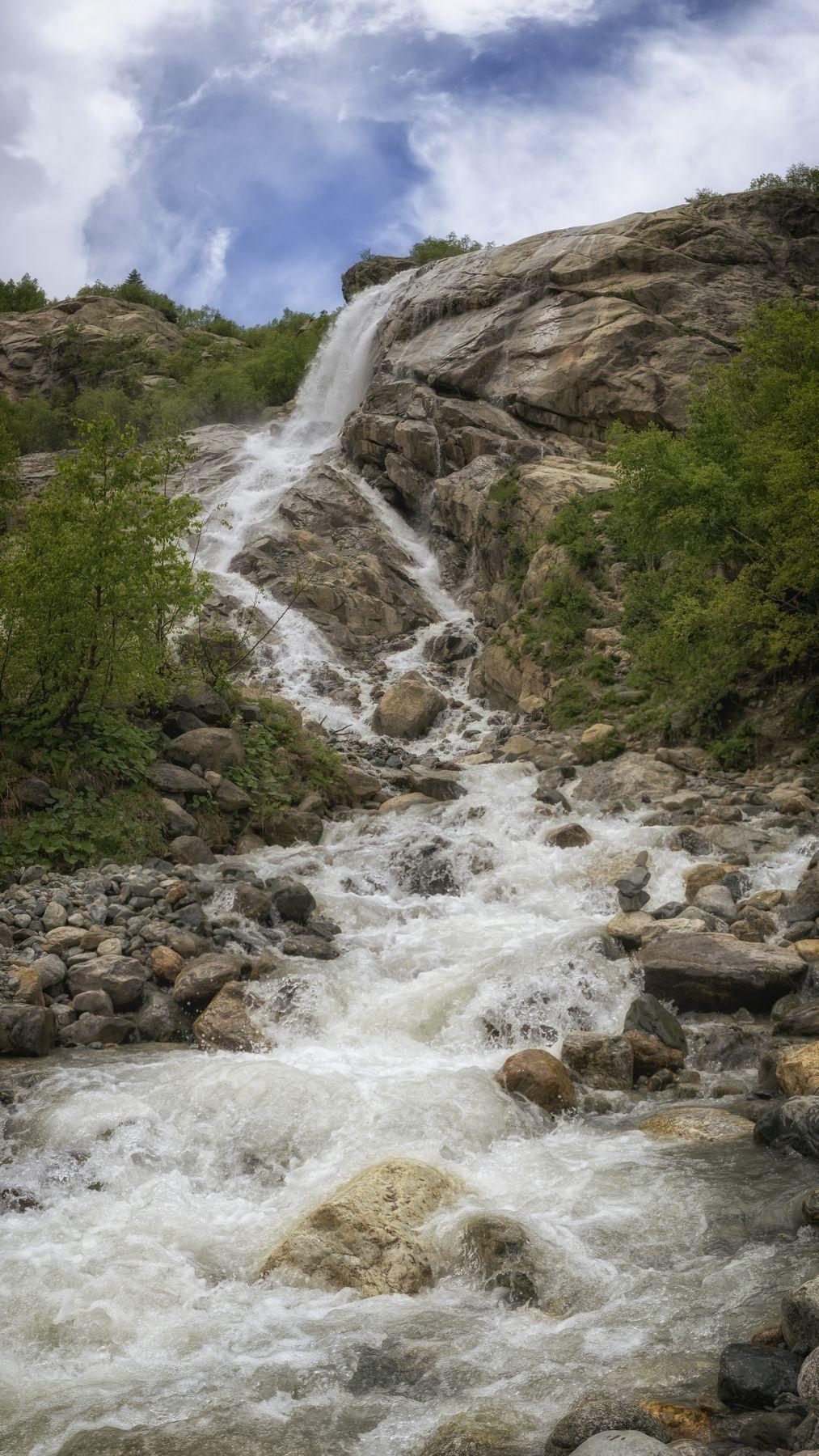 Алибекский водопад Россия Домбай горы облака панорама река водопад
