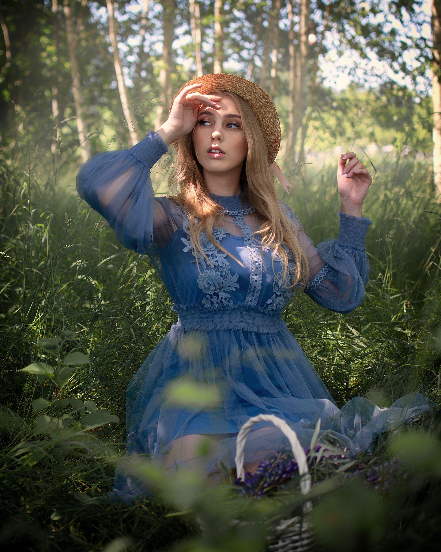Нежность Девушка лес берёзы шляпа корзинка люпины