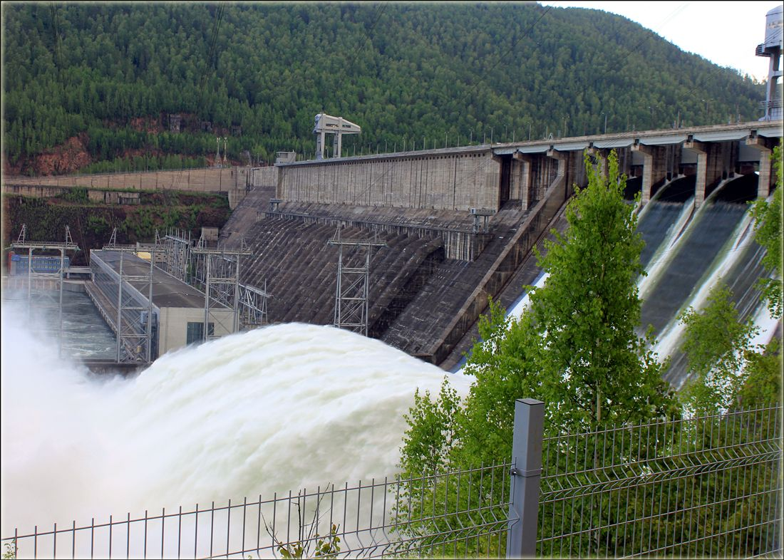 Мощь воды Красноярская ГЭС вода мощь большая
