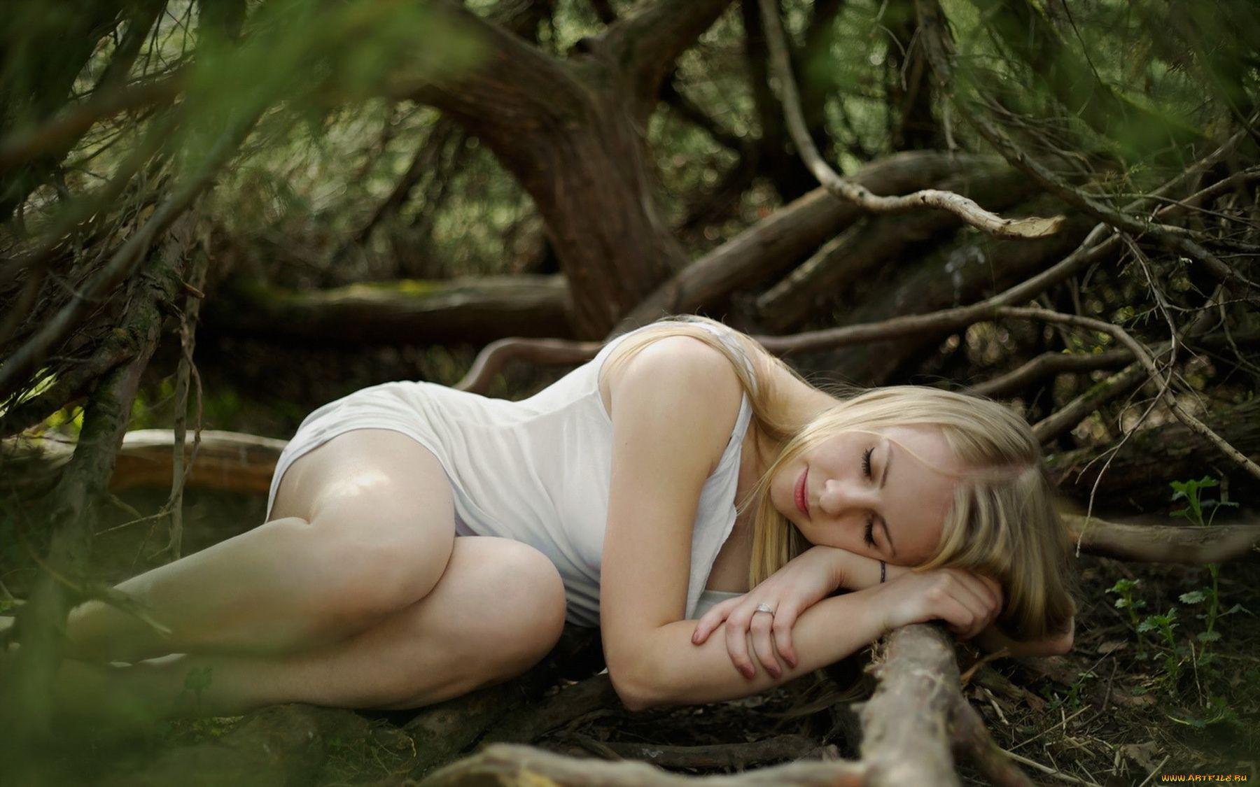 Спящая красавица девушка спящая красотка