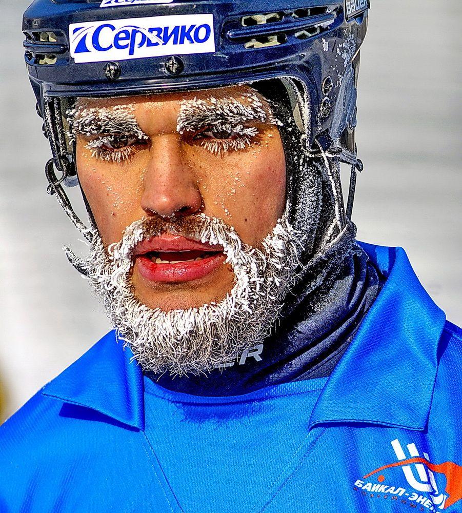 Хоккеист в морозный денек
