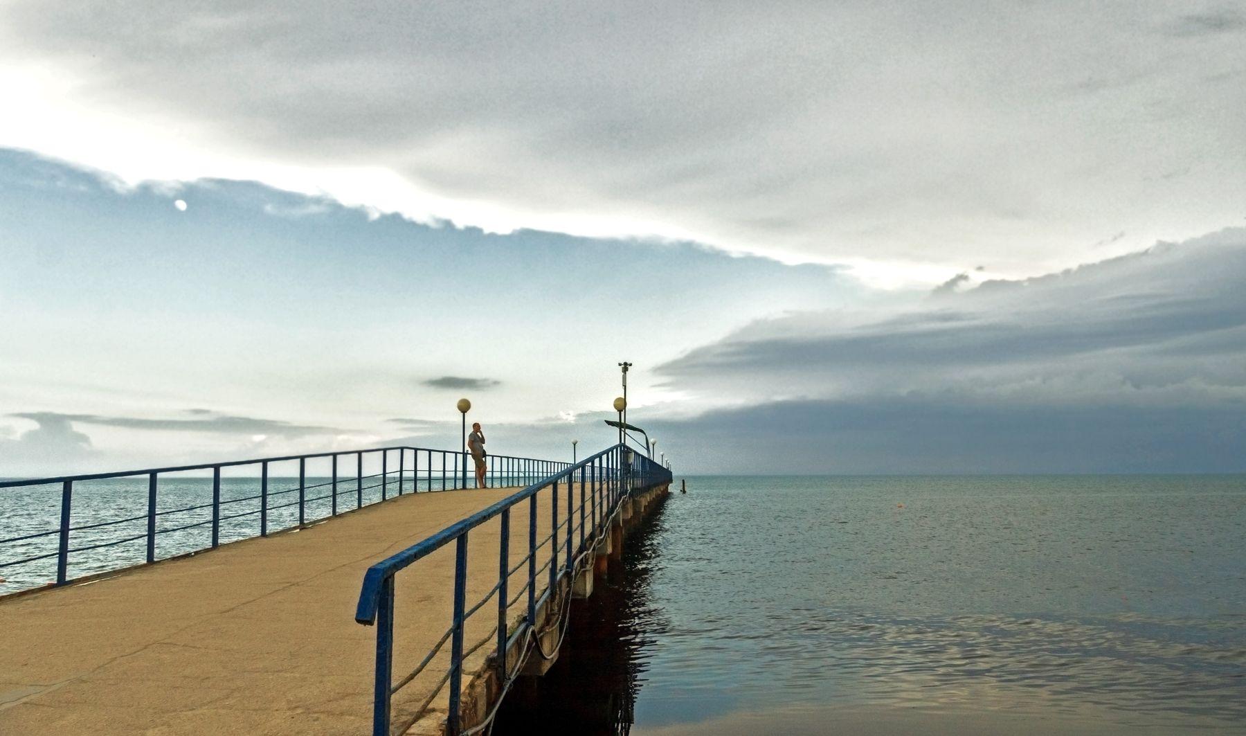 вечерняя фоточка крым евпатория лето море вечер перспектива люди облака пейзаж природа