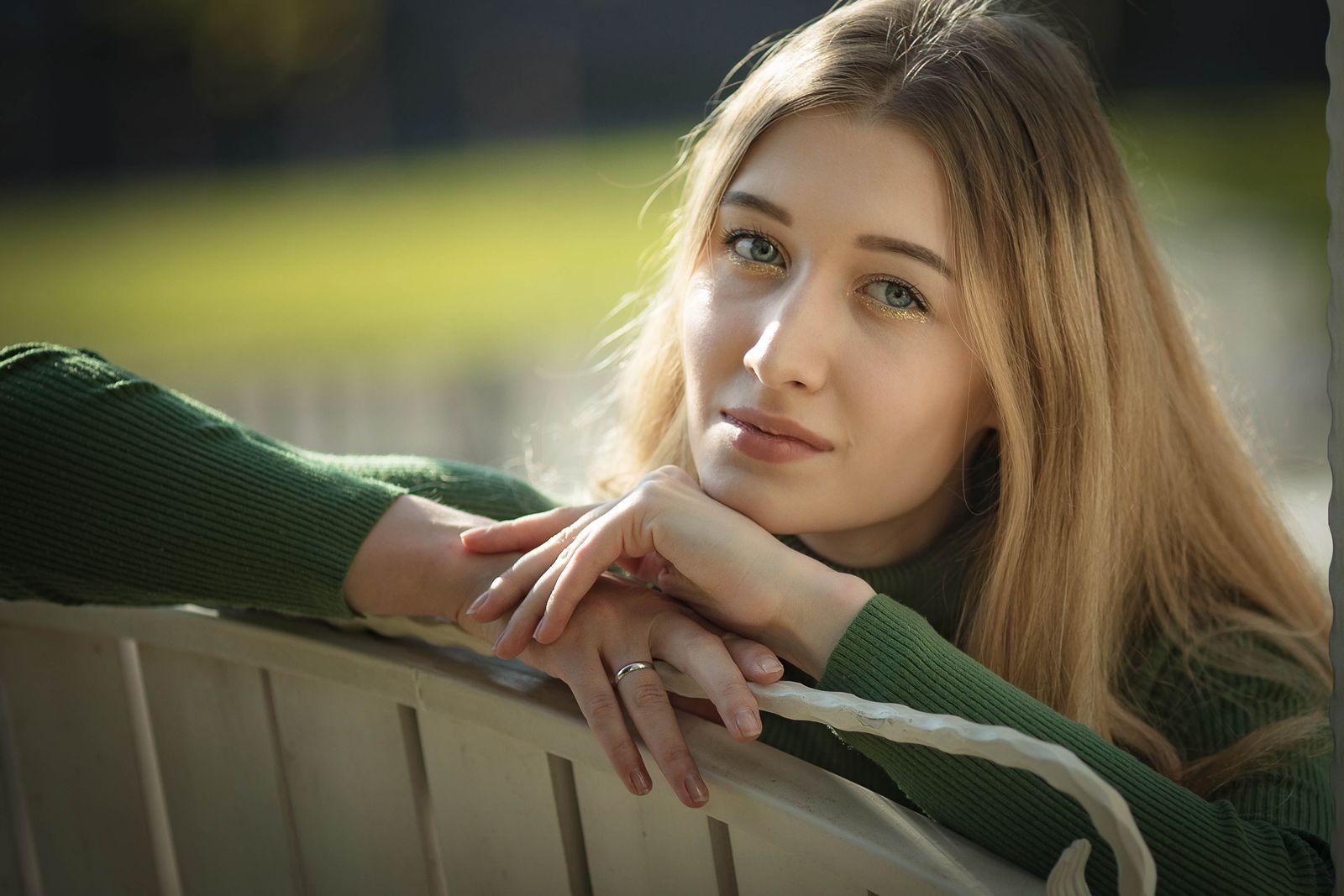 Осенние сюжеты! Девушка длинные волосы солнце осень гламур глаза естественный свет
