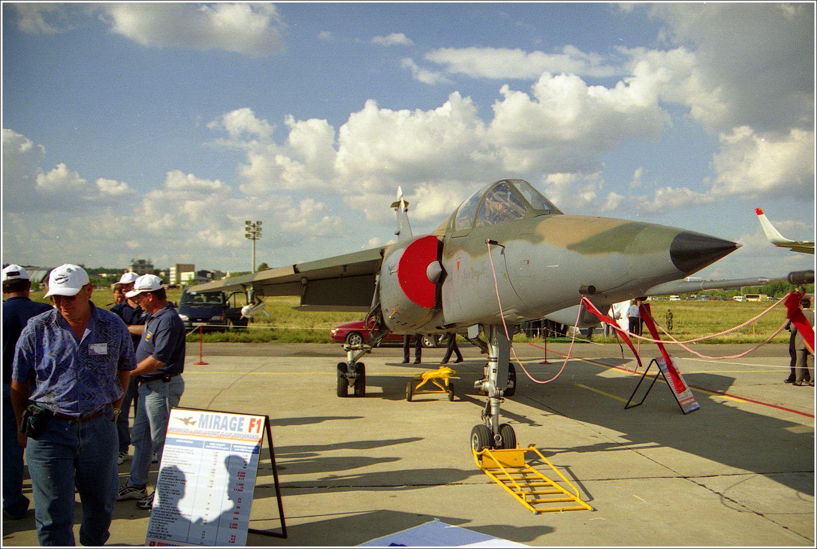 Мираж F-1 Мираж F-1 авиация Франция самолет стоянка Жуковский 2001