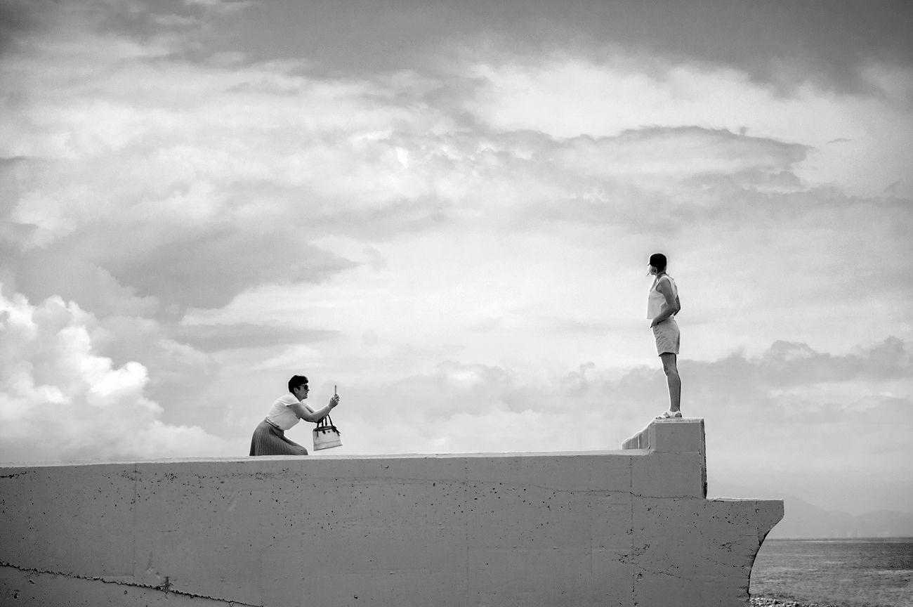 майское чёрное море небо фигура облака чб снимает