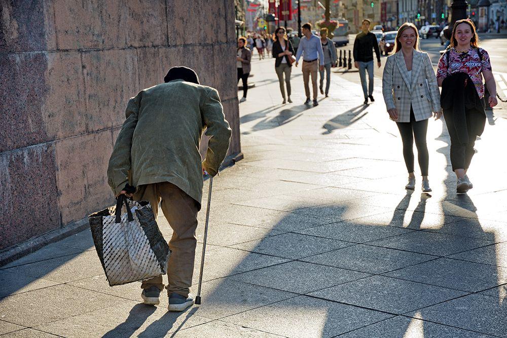 Старость. старик старость город улица