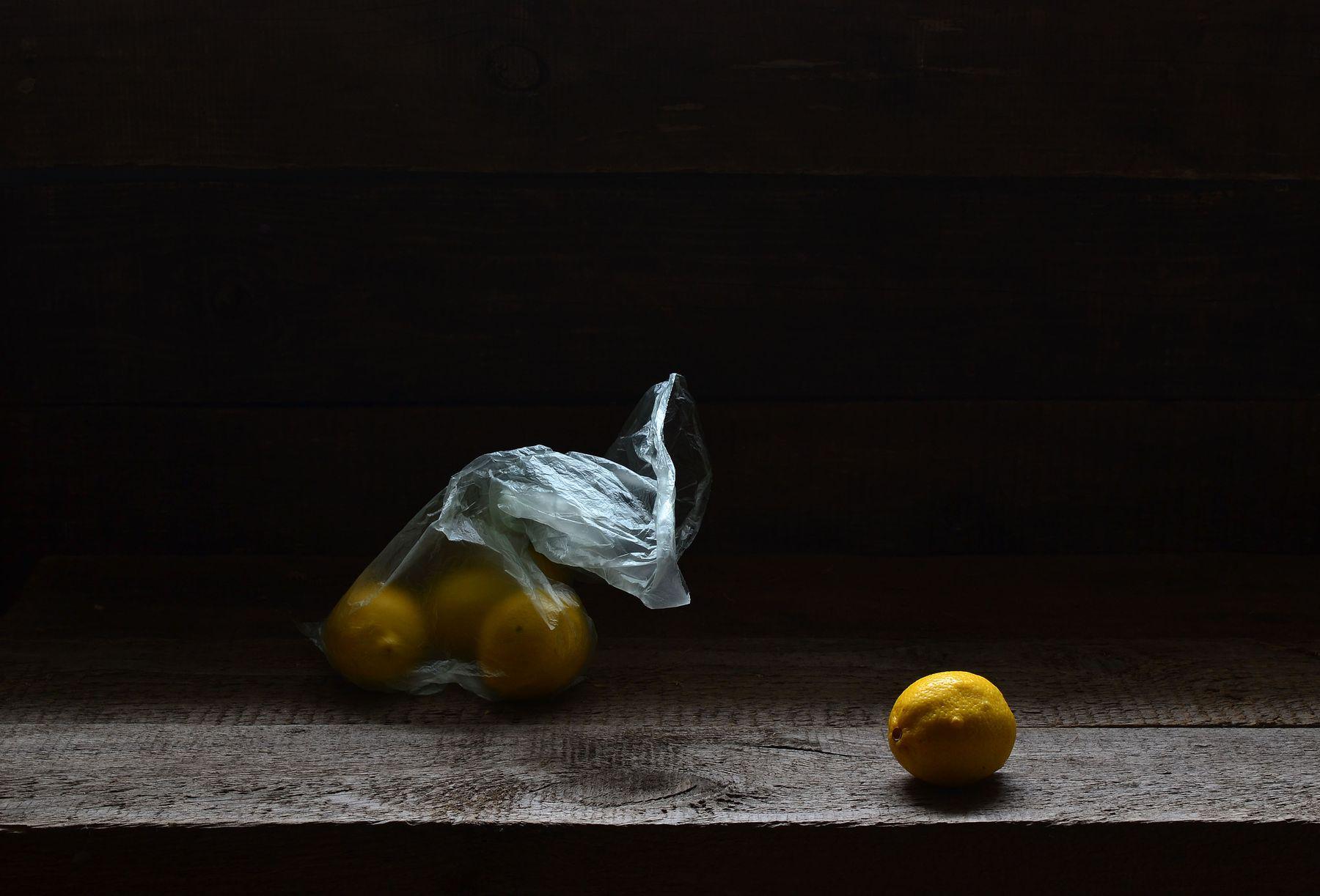 Лимончики. Лимоны лимон пакет деревянный фон